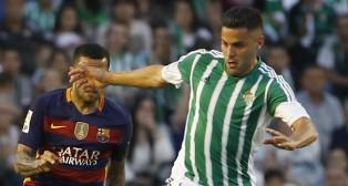 Bruno, junto a Alves, en el Betis-Barcelona