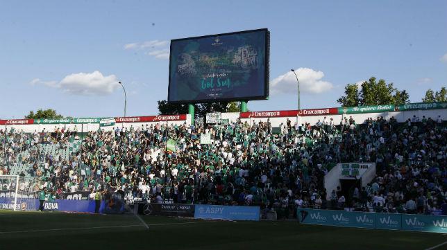 Aspecto de la grada de Gol Sur del Benito Villamarín minutos antes del inicio del Betis-Getafe (Foto: Raúl Doblado)