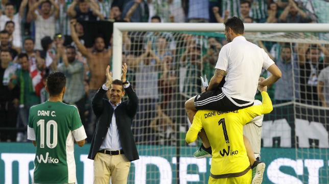 Merino y Capi, en su despedida del Betis (Foto: Raúl Doblado)