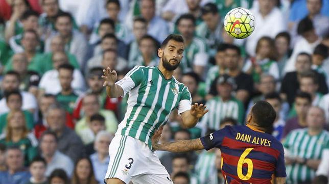 Montoya, en su etapa anterior con el Betis jugando ante el Barcelona