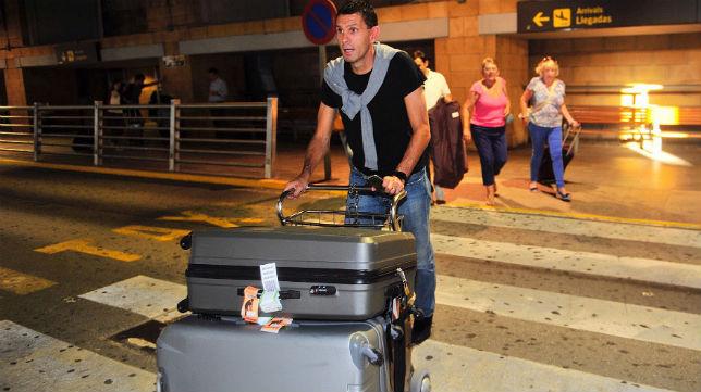 Poyet, a su llegada a Sevilla (Foto: Raúl Doblado)