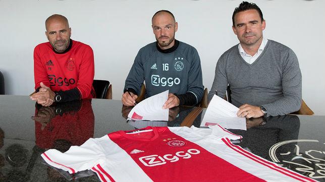 Heiko Westermann firma su contrato con el Ajax (Foto: Ajax de Amsterdam)