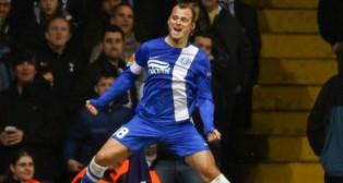 Roman Zozulia celebra un gol con la camiseta del Dnipro