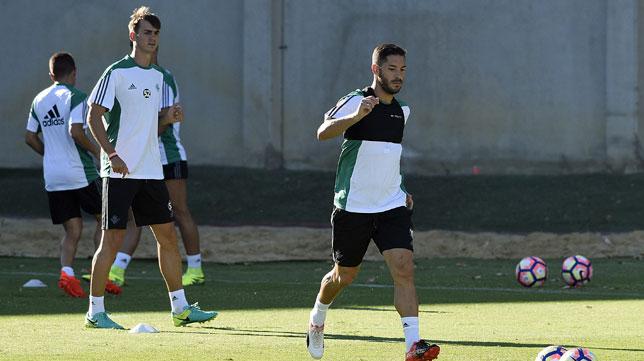 Cejudo, con Fabián al fondo, en un entrenamiento (foto: J. Spinola)
