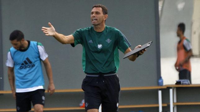 Poyet, en un entrenamiento (foto: Pepe Ortega)