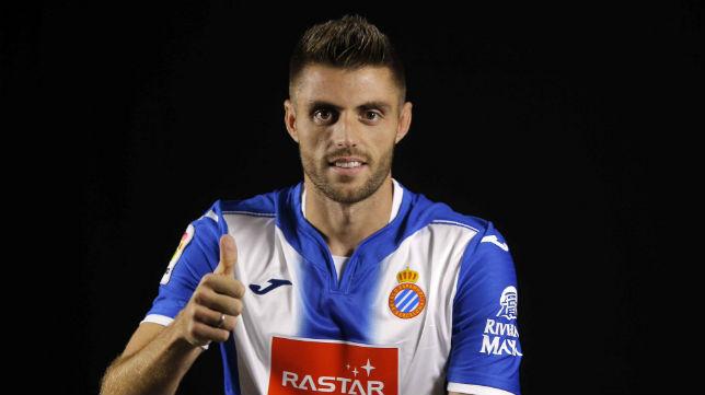 David López posa con la camiseta del Espanyol