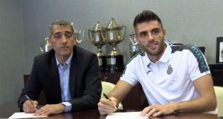 David López, firmando su nuevo contrato (foto: RCD Espanyol)