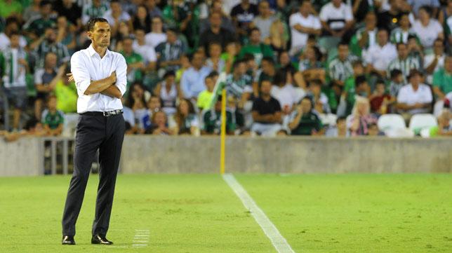 Gustavo Poyet, durante el partido del Betis (Foto: Juan José Úbeda).