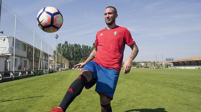 Digard, durante su presentación como jugador de Osasuna (foto: EFE/Jesús Diges)