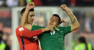 Felipe Gutierrez, junto al boliviano Jorge Flores (foto: AFP / Martin Bernetti)