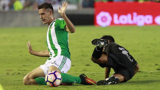 Álex Alegría, en el partido ante el Granada (Foto: Raúl Doblado)