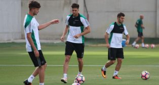 Jonas Martin, Durmisi y José Carlos en el entrenamiento del Betis del 26 de septiembre (Foto: Real Betis)