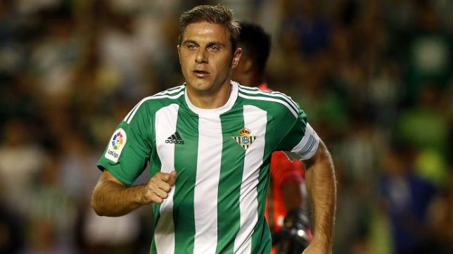 Joaquín tras marcar su gol al Málaga (J. M. Serrano)