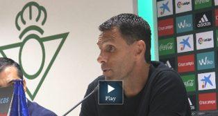Poyet, durante una rueda de prensa del Betis