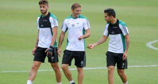 Piccini, Joaquín y Petros, durante el entrenamiento (Foto: Juan José Úbeda).