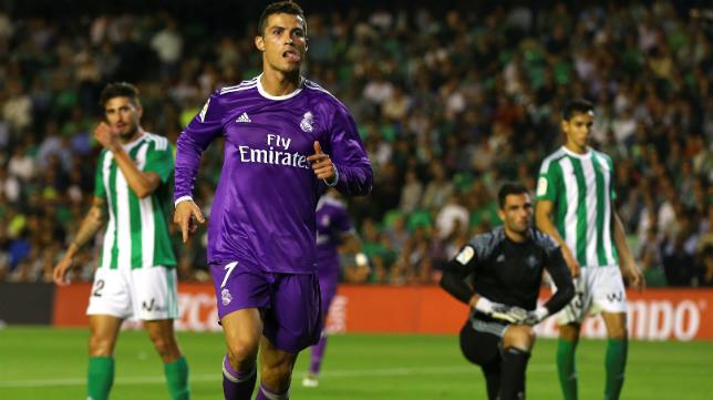 Cristiano celebra su gol al Betis, el sexto del Madrid