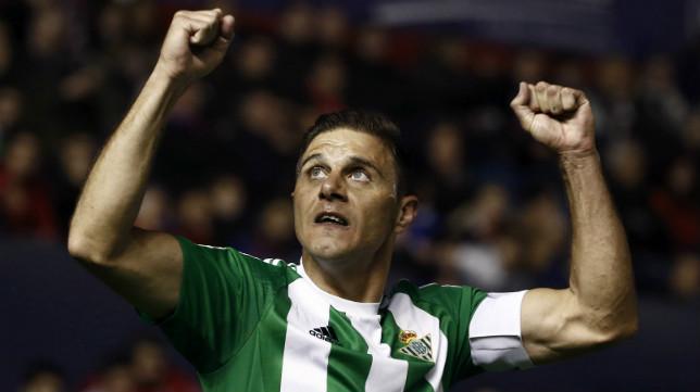 Joaquín celebra su gol a Osasuna