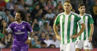 Joaquín se desespera ante la celebración del gol de Marcelo en el Villamarín