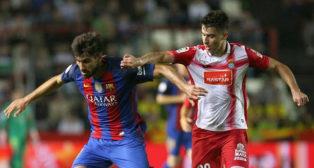 Marc Roca, a la derecha de la imagen, pugna con el barcelonista André Gomes durante el partido de la Supercopa de Catalunya (Foto: EFE)