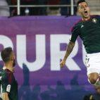 El osasunista Sergio León celebra uno de los goles anotados en Eibar (Foto: EFE)
