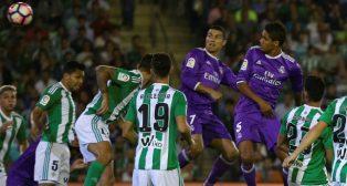 Varane marca en el Betis-Real Madrid, que finalizó con 1-6