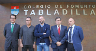 Alexis y Monchi, con los responsables del Colegio Tabladilla (Foto: Colegio Tabladilla)