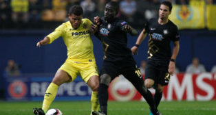 El jugador del Villarreal Jonathan Dos Santos disputa un balón en el partido ante el Osmanlispor (Foto: AFP)