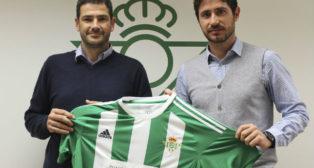 Ramón Alarcón y Víctor Sánchez, con la camiseta y el logo de 'Champions for Life' (Foto: RBB)
