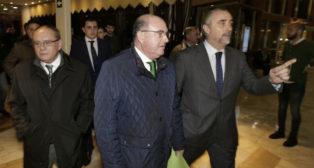 Manuel Castaño llegó a la Junta General de Accionistas del 2016 acompañado de Javier Páez y José Antonio González Flores (Foto: J. M. Serrano)