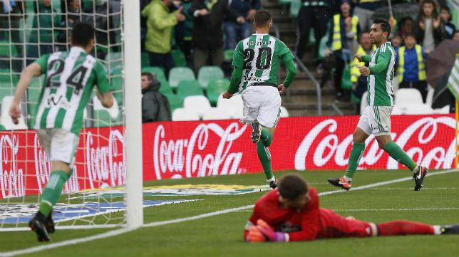 Pezzella celebra el gol anotado ante el Celta (Foto: EFE)