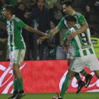 Ceballos, Rubén Castro y Sanabria, en el Betis-Athletic (Foto: Raúl Doblado)