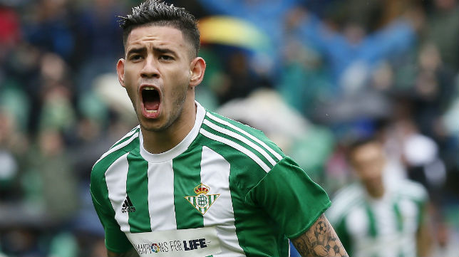 Tonny Sanabria celebra con rabia el gol que marcó ante el Celta (Foto: EFE)