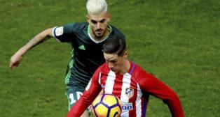 Ceballos persigue a Torres (Foto: EFE)