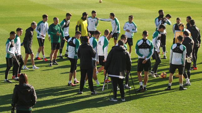 El grupo bético, antes de iniciar una sesión (Foto: Rocío Ruz).