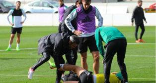 Dani Ceballos se duele en el suelo tras el golpe con Álex Alegría (Foto: RBB)