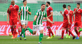 Durmisi celebra su gol ante el Sevilla FC