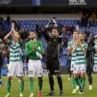 Los futbolistas del Betis celebran el triunfo logrado en Málaga (Foto: EFE)