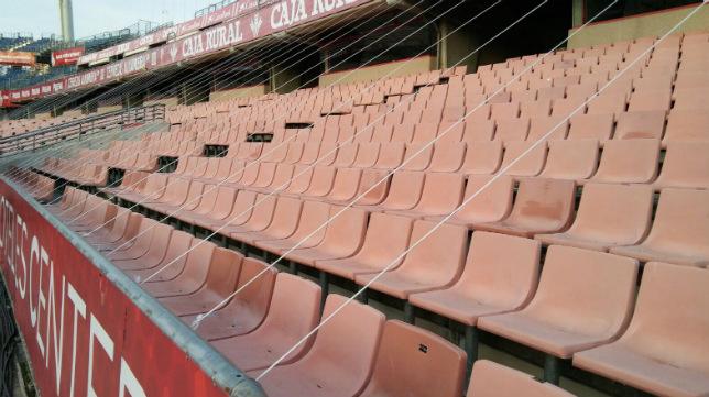 El estadio de Los Cármenes se viste de gala este viernes (Foto: @G19_GranadaCF)