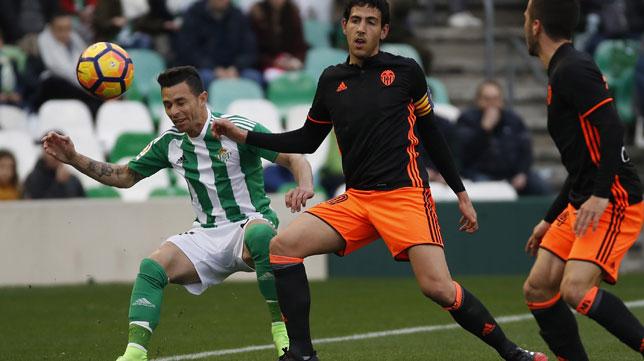 Rubén Castro y Parejo, en el Betis-Valencia (Foto: EFE)