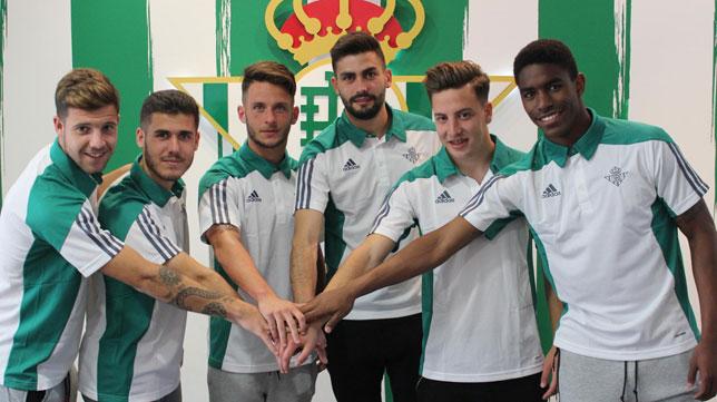 Aitor, Julio, Hinojosa, Pozo, Francis y Junior (Foto: Real Betis).