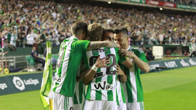 Celebración del gol de Rafa Navarro en el Betis-Osasuna