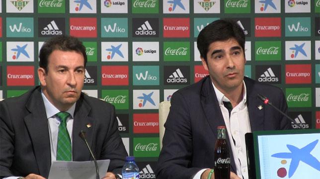 José Miguel López Catalán y Ángel Haro, en un acto del Betis