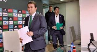 López Catalán y Haro, en la sala de prensa (Foto: J. M. Serrano).