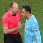 Mateu Lahoz felicitó a Keylor Navas tras el partido