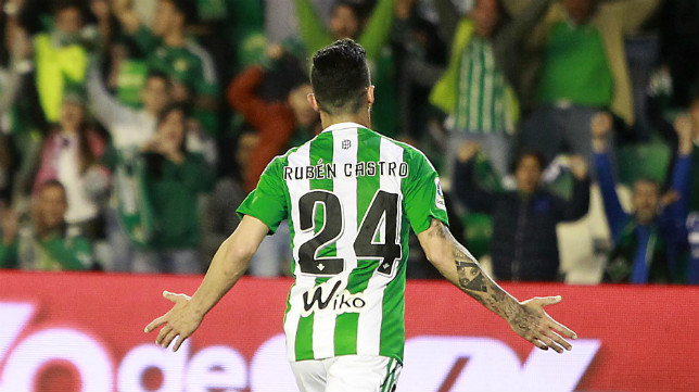 Rubén celebra su gol al Osasuna (Foto: Raúl Doblado)
