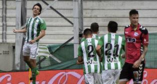 Rubén Pardo celebra su gol (EFE)