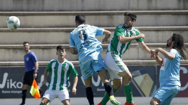 Lance del partido entre el Betis B y la UB. Lebrijana (Foto: RBB)