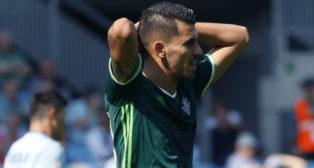 Dani Ceballos se lamenta de una acción durante el choque ante el Celta