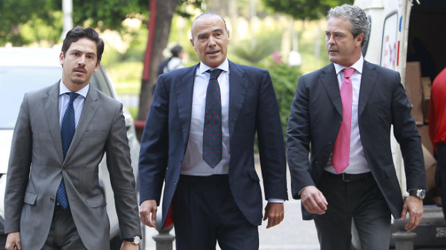 Luis Oliver llega a la Audiencia Provincial (Foto: Raúl Doblado)