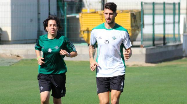 Piccini, junto a la recuperadora Raquel Urbano, en un entrenamiento (Foto: RBB)